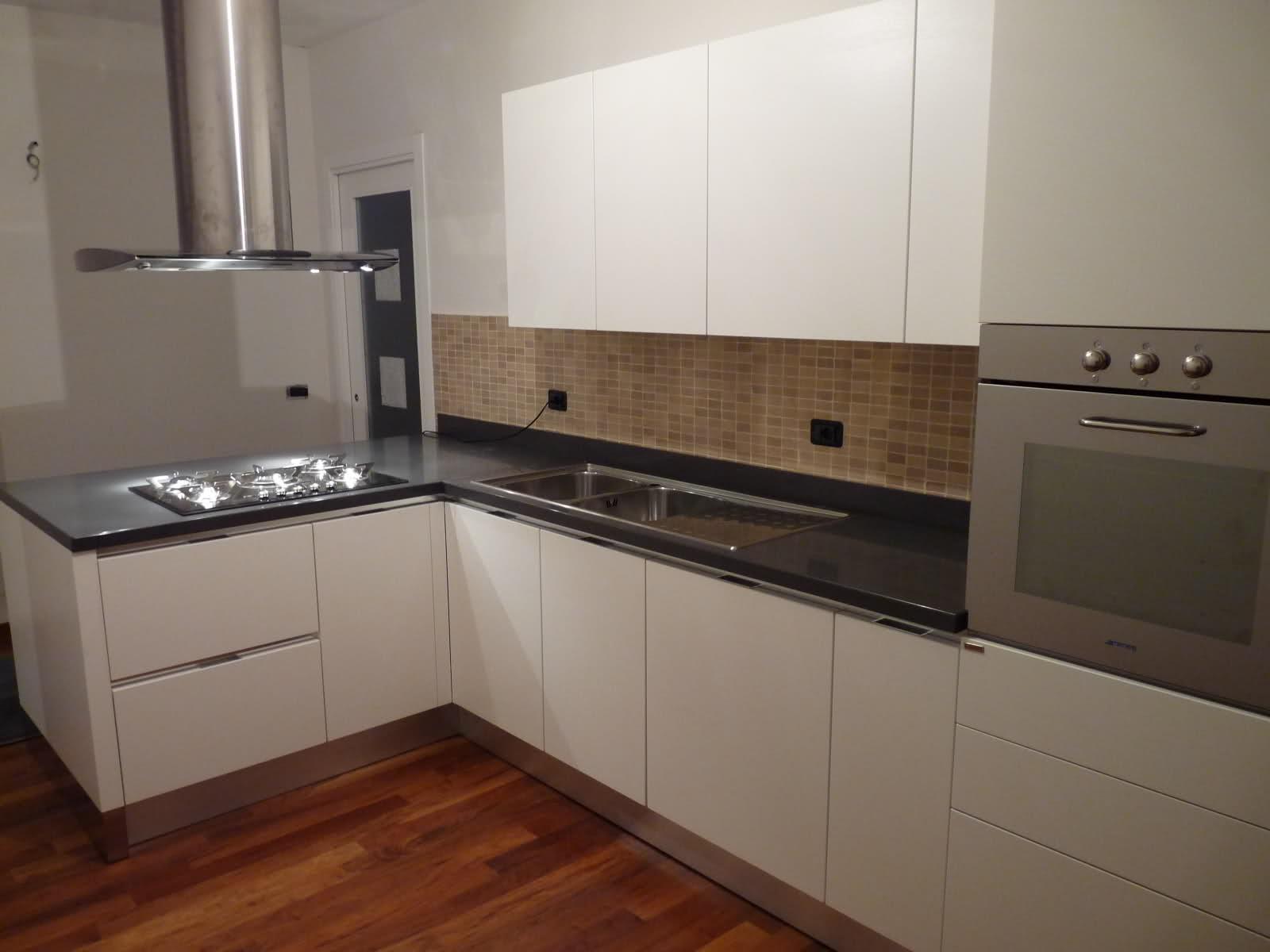 Ristrutturazione rifacimento cucine a bologna aedil snc for Cucina moderna bianca lucida